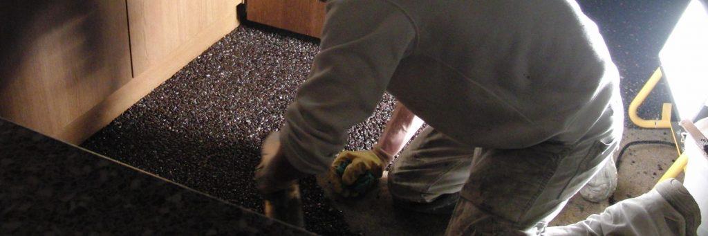 Steinteppich verpressen mit Bewegung vorn nach hinten