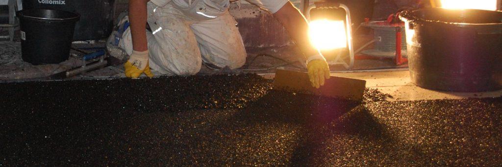 Steinteppich verteilen mit Distanzrakel
